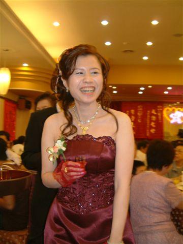 笑得很燦爛的新娘