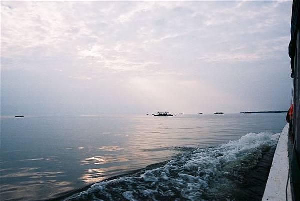 一望無涯的洞里薩湖