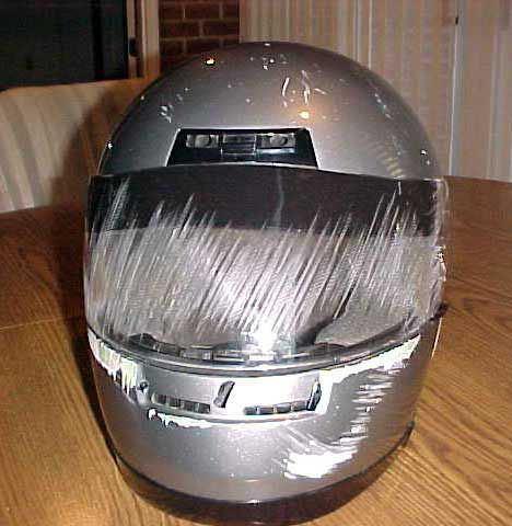 車禍後的安全帽