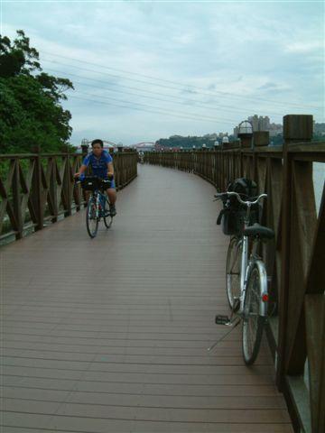 很美的自行車步道.JPG