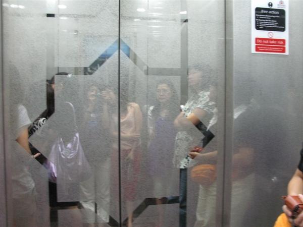 上電信大樓的快速電梯