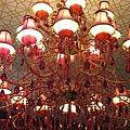 六月花餐廳的氣派水晶燈