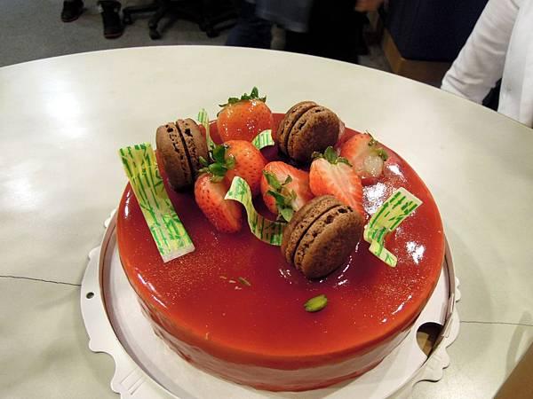甜而不膩的蛋糕,跟壽星文真姐相互呼應