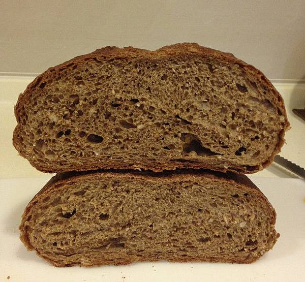 雜糧麵包 斷面