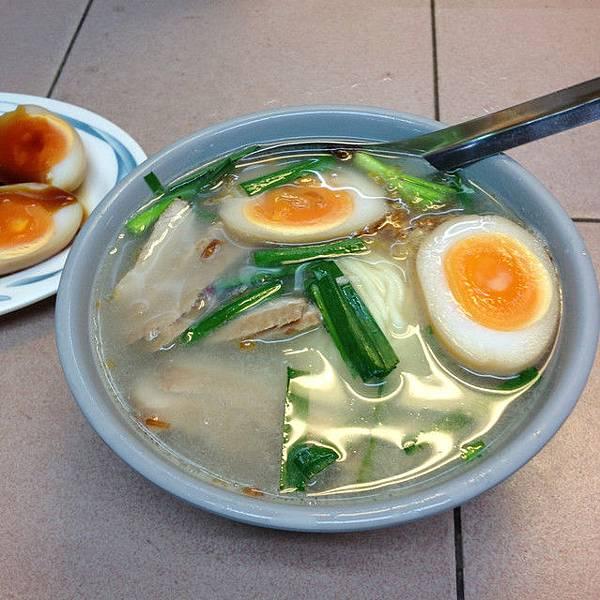 20120911 招牌湯麵 65元(油麵)