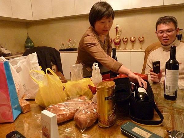 問蘇媽媽買這麼多酒要幹嘛 她的回答超妙超可愛