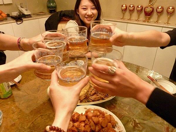 來來來,乾杯