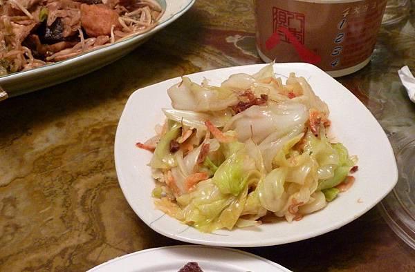 可是大概是不太甘心就去炒了一盤「蝦醬高麗菜」