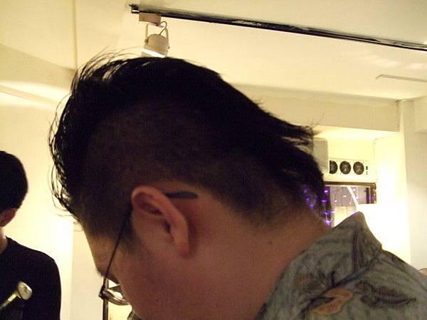 麥可大超酷的髮型(偷拍)