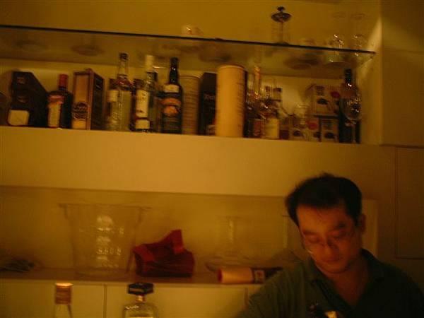 架上一排酒