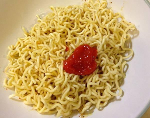 印尼速食炒麵SEDAAP KARI AYAM+印尼辣椒醬