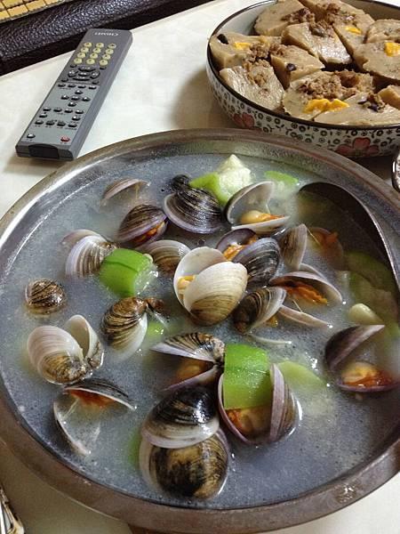 還有超級鮮美的蛤蜊絲瓜湯(連蛤蜊都長得跟我家的不一樣  這種的比較厲害!)