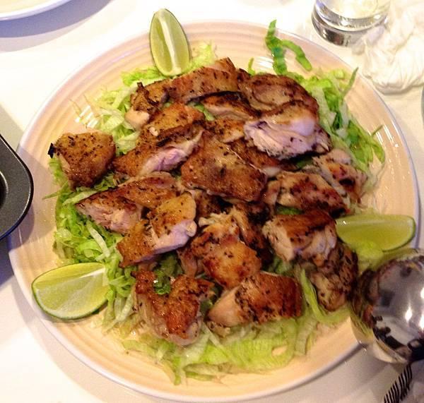 香料煎雞腿,營養均衡要配生菜。