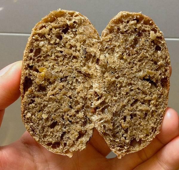 雜糧小麵包第二彈-5 剖開裡面的組織