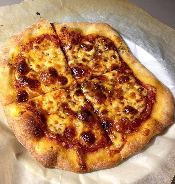 莫札瑞拉起司披薩