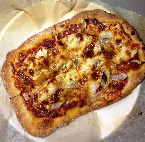 洋蔥、鱈魚、莫札瑞拉起司披薩-01