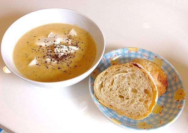 玉米濃湯 法國麵包