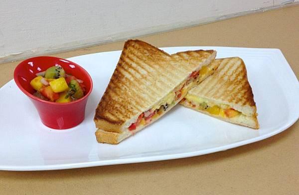 熱壓三明治(水果莎莎+起司絲)