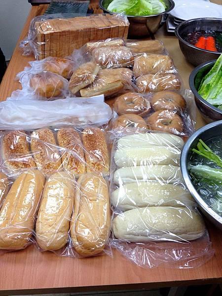 麵包供應商的各種三明治麵包(有的名稱和我的認知不符)