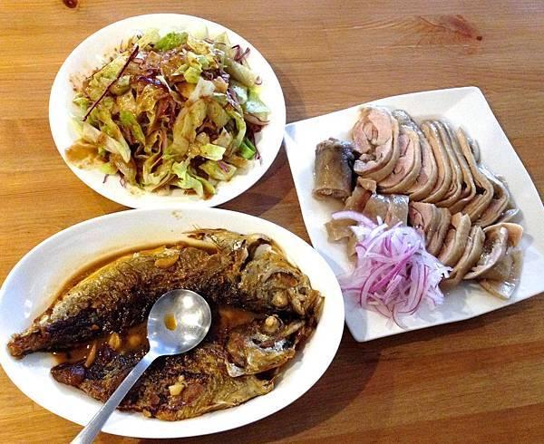 紅尾巴龍、芝麻醬生菜沙拉、冰鎮雞腿