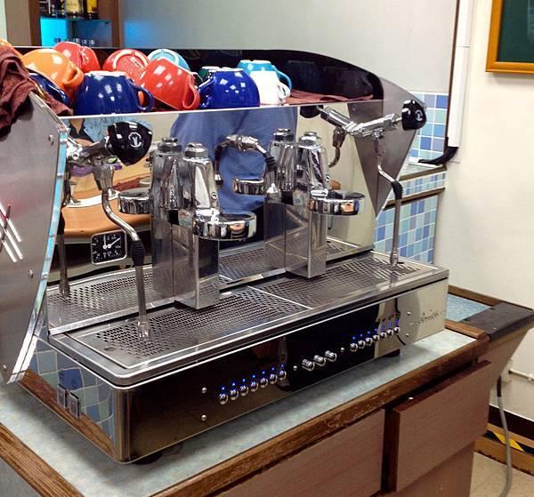 上課用的咖啡機 據說一台26萬