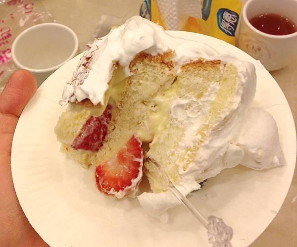 蛋糕外觀很讚但味道卻很普通(厚顏無恥地覺得我做的甜點還比較好吃XD)