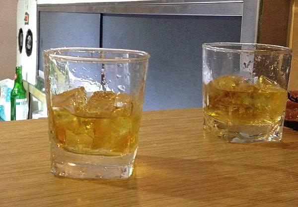 不拿手的威士忌半杯就好