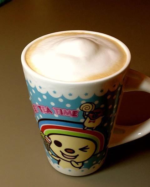 手沖莊杯杯咖啡+牛奶奶泡(發泡壺壓的)