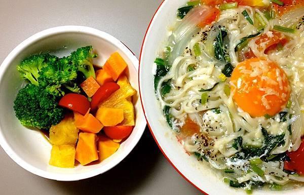 甘藷鮮果沙拉 雞蛋蔬菜湯麵1