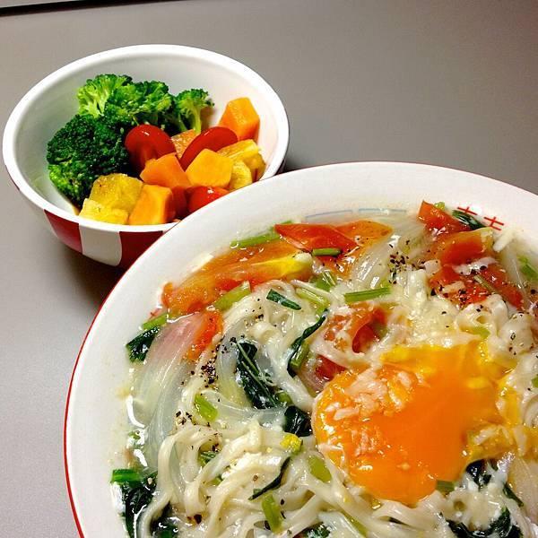 甘藷鮮果沙拉 雞蛋蔬菜湯麵4
