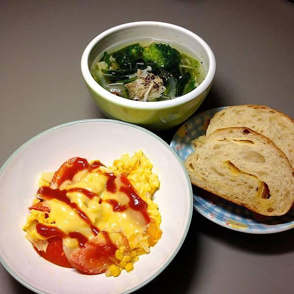 起司玉米炒蛋 菜湯 自製麵包