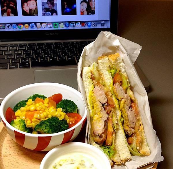 暴力雞腿排三明治