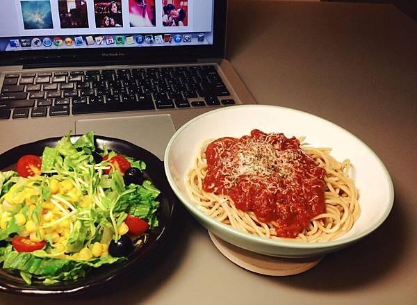 番茄義大利麵+沙拉