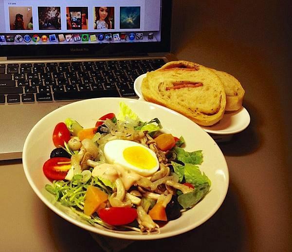 烤香菇沙拉+自製麵包