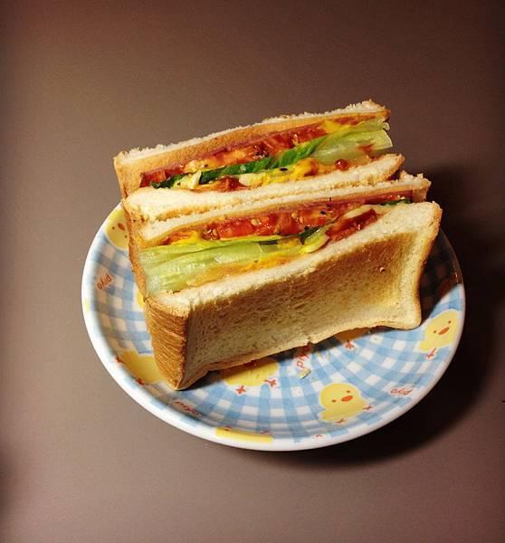 現烤起司牛肉三明治