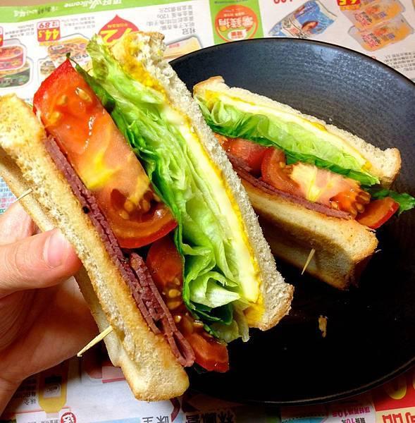 厚切牛番茄蔬菜三明治