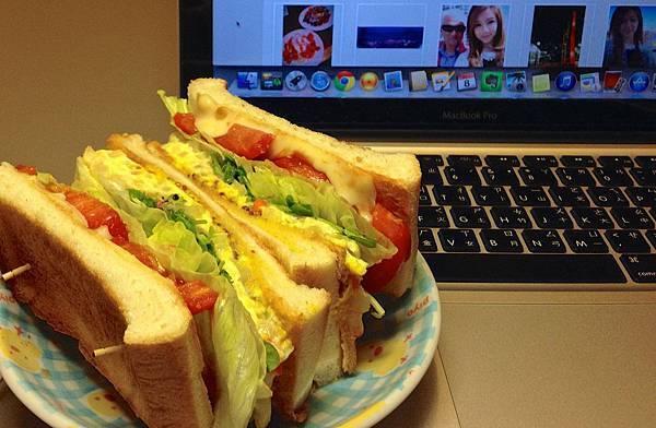 煎嫩蛋蔬菜起司三明治