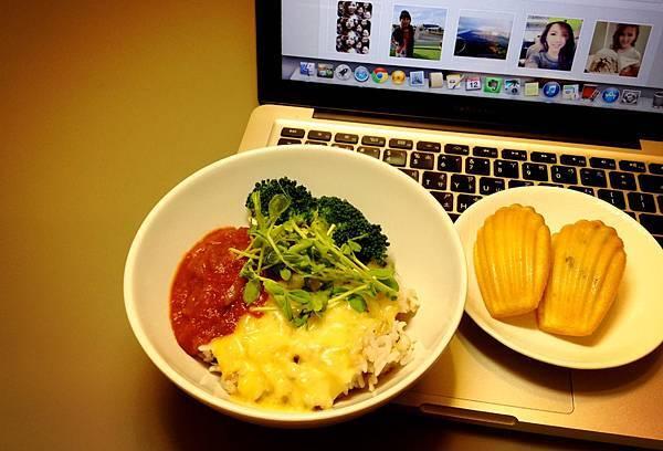 番茄起司蓋飯(五穀飯)/瑪德蓮2隻:原味檸檬、核桃
