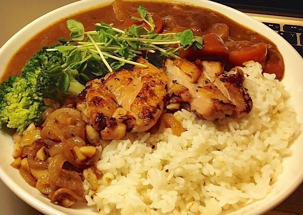 雞腿排咖哩飯(微辣)