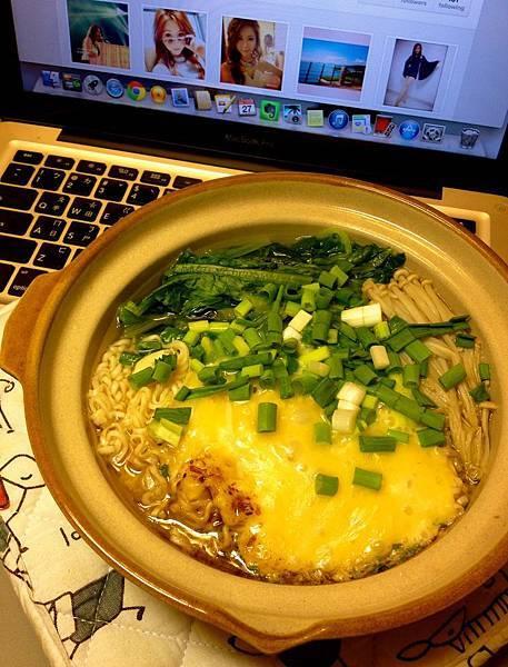 統一肉燥麵+青菜+起司片