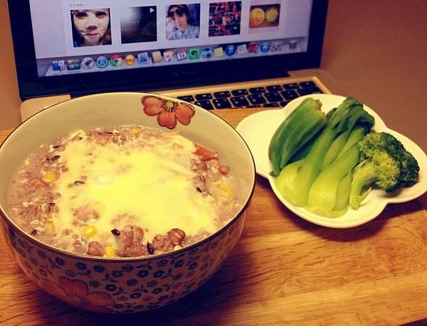起司紫米雜粥、燙青菜