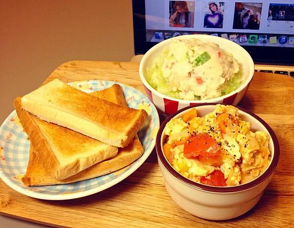 番茄炒蛋與薯沙拉