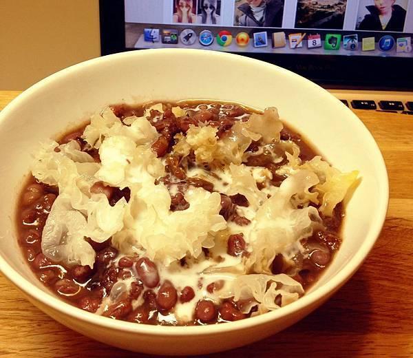 八寶粥(紅豆、薏仁、紫米、香米、白木耳、桂圓、黑糖、椰漿)