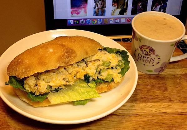 馬鈴薯南瓜泥三明治(自製麵包)、燕麥豆奶