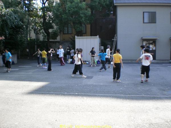 日本少年仔在練舞