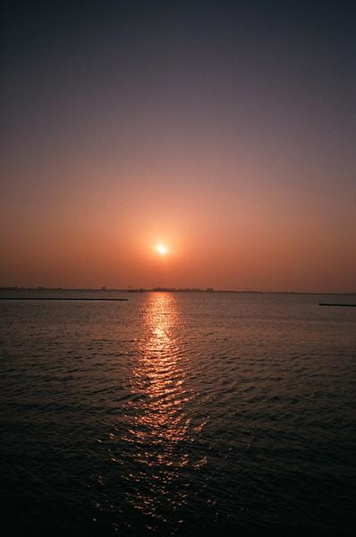 就在這夕陽下