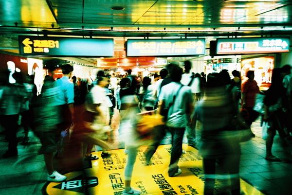 大家很愛走的飛快的台北捷運站