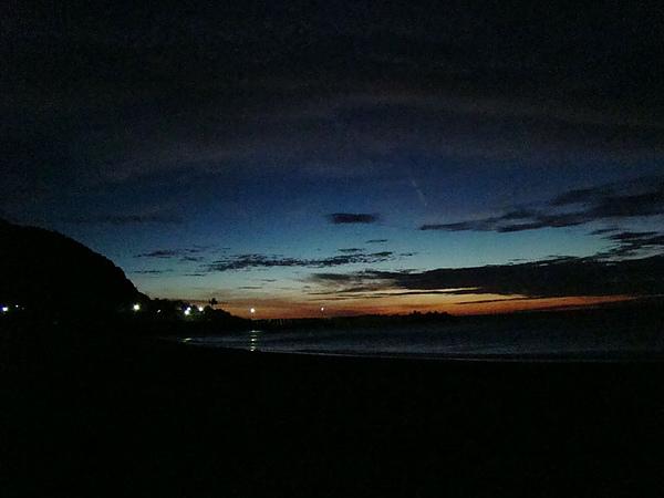 4am 就爬起來去旭海的海邊等日出