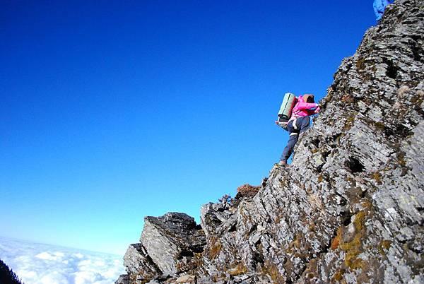 DAY3 第三堂 中級攀岩  我也是要硬爬上去 抖到一個不行