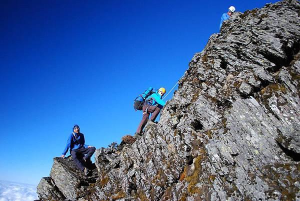 DAY3 第三堂 中級攀岩  政翰看著大家爬上去